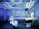 Musterraum Medical Lighting mit hinterleuchtetem Türmotiv, Ambiente- und Patientenbeleuchtung