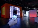 Der Kubus als interaktiver emotionaler Mittelpunkt der Roadshow