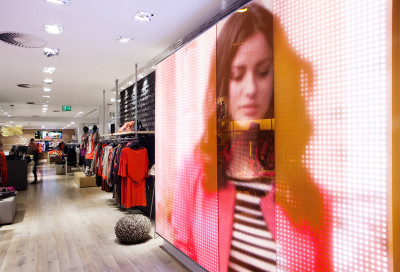 Instore-entertainment including LED-technology and HighRes-modules