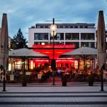 Die Rundum-Verglasung bietet tagsüber freie Sicht auf die Breite Straße, eine der großen Einkaufsstraßen von Köln