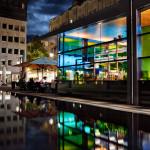 Die Distanz-Wasserfläche zum WDR-Gebäude gibt dem Ganzen einen stilvollen Rahmen