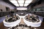 Die Besuchergallerie (rechts) des Börsensaals ist nach Anmeldung öffentlich zugänglich