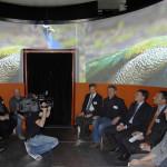 Ebenfalls zu Besuch im Kubus Martin Goetzeler (bis März 2011 Vorsitzender d. GF, 3.v.r.) und Wolfgang Mailänder (Head of Sales Marketing, 2.v.r.).