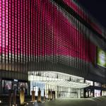 Der Eingangsbereich der Mall bei Nacht