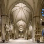 Durchgang vom Mittelschiff zum Altarraum.