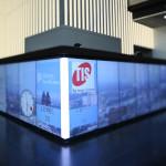 Im Tagesverlauf werden zum Beispiel Panoramaaufnahmen sowie die Logos der im KölnTurm beheimateten Firmen dargestellt.