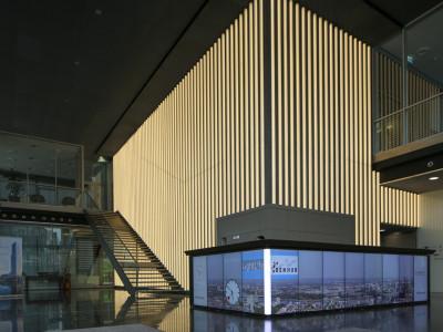 Art-Invest Real Estate   Medialer Empfangscounter KölnTurm