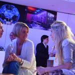 Weitere Gäste, Natalie Bothur (Fotografin, links) und Mia Florentine Weiss (Künstlerin, rechts).