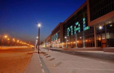 (Deutsch) Einkaufszentrumskomplex mit fünf Gebäudeteilen über 8,5 km.