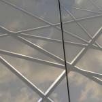 Bei Tageslicht werden die Spiegellinien der Glasflächen sichtbar (hier: ILT).