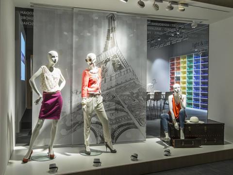 (Deutsch) Oktalite bietet im neuen Showroom auf 530 m² drei Zonen für die Retailbereiche Fashion, Food und Shop.