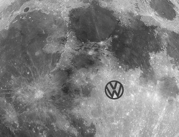 [:de]Volkswagen Logo auf dem Mond[:en]Volkswagen logo on the moon[:]